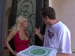 Pizza delivery boy gives busty blonde diamond foxxx a shock